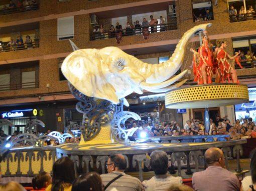 Carroza Cabeza Elefante y media luna para ballet Ópera